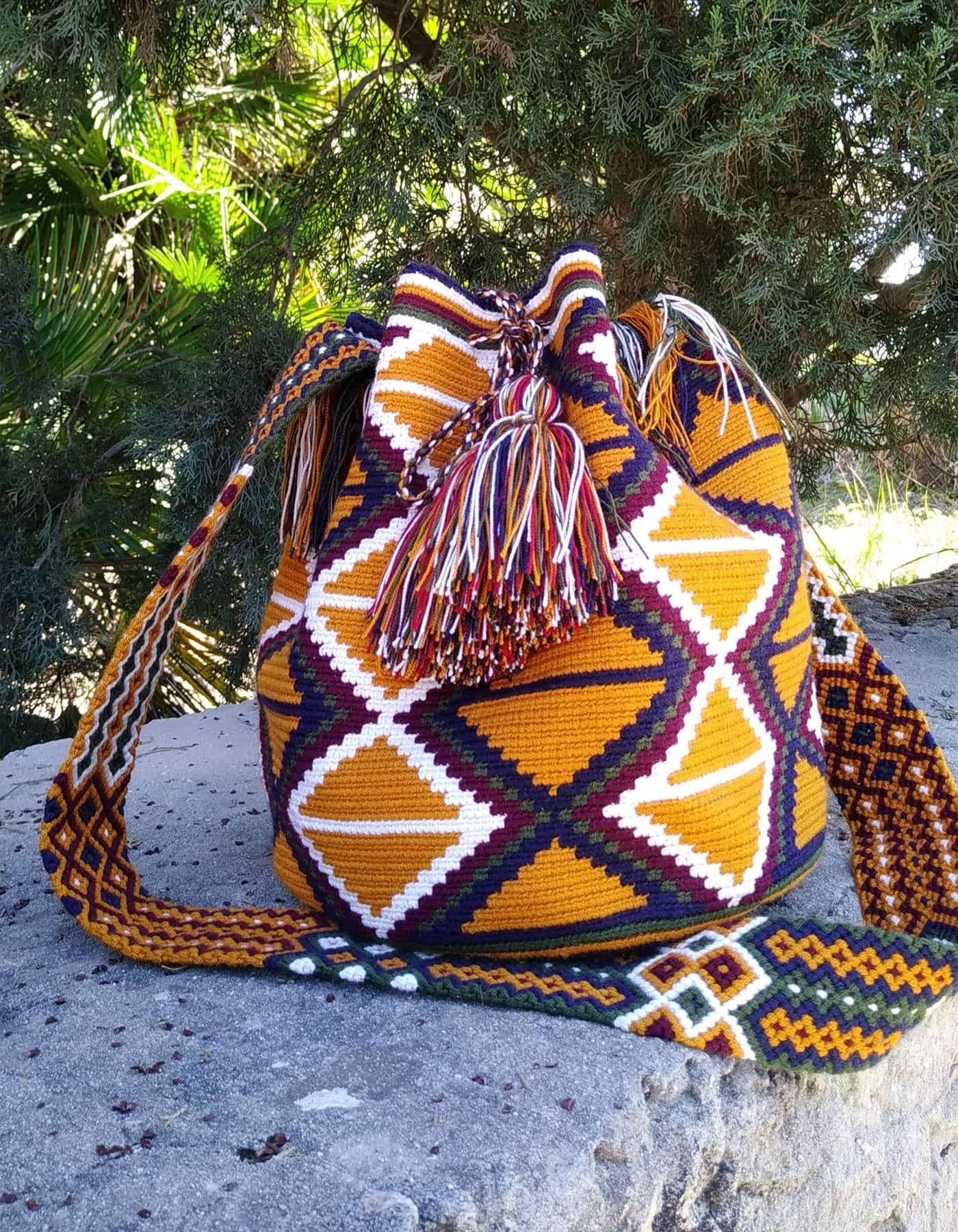 Bolso Wayuu Artesanal, Auténtico y Original (sólo 1 igual) con motivos tribales en marrón anaranjado, azul, verde, morado y blanco B