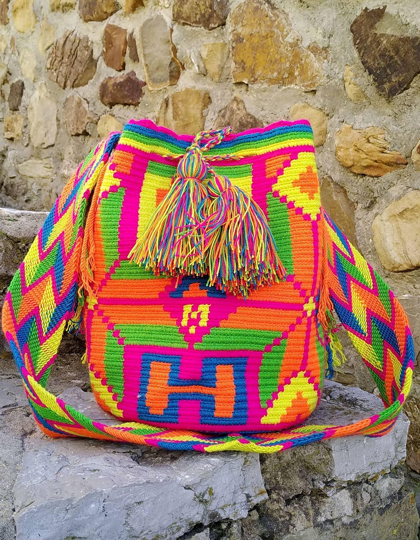 Bolso Wayuu Artesanal, Auténtico y Original (sólo 1 igual) con motivos tribales en naranja, rosa, verde, azul y amarillo B