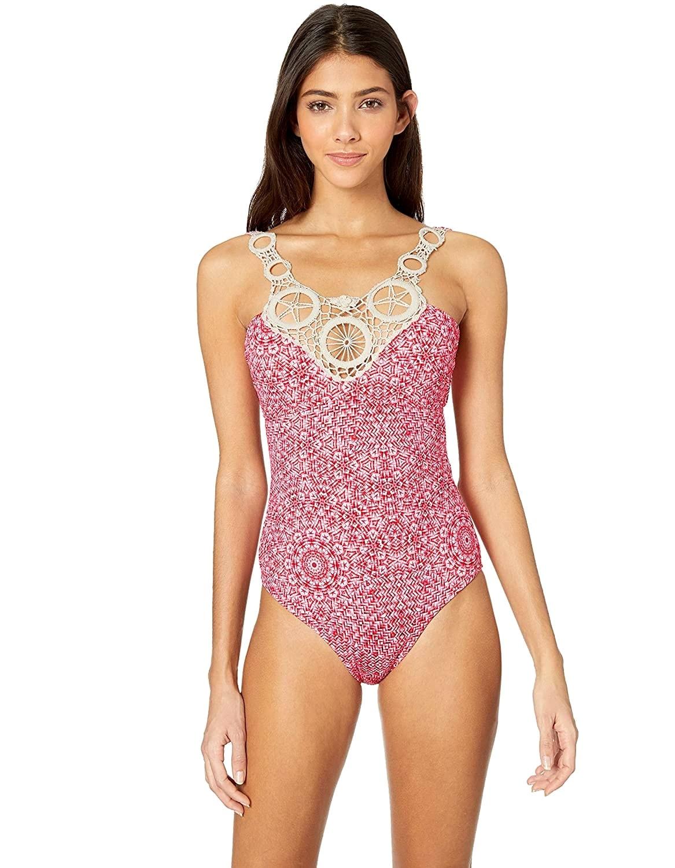 Body Bañador Rosa con escote bordado en croché y cierre dorado en espalda al aire | Santa Marta C