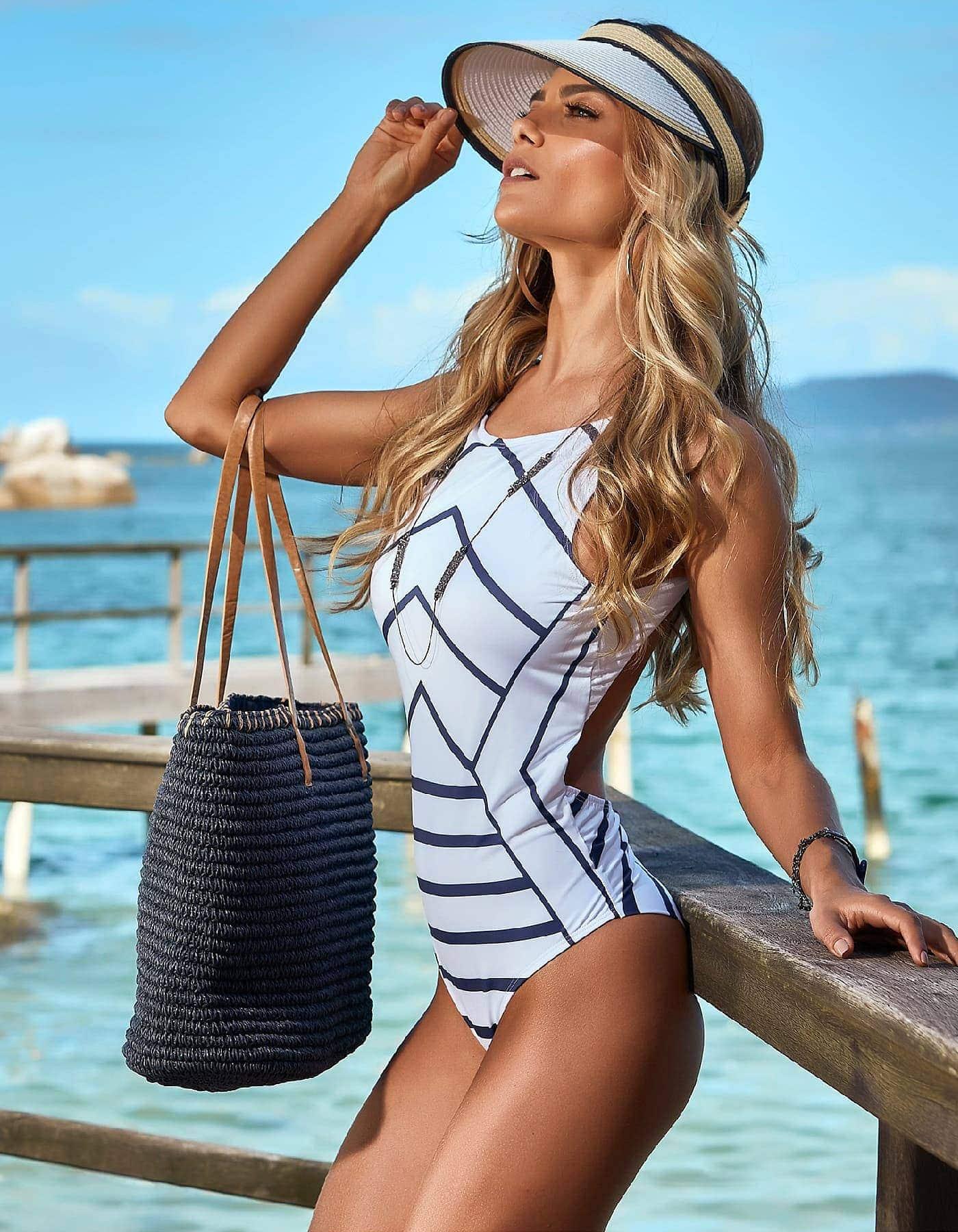 Bañador blanco con rayas azul marino y cierre dorado en cuello | Manly B