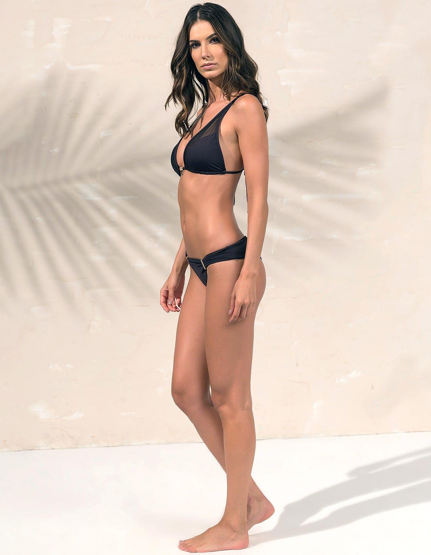 Bikini negro triángulo, tul y detalles dorados en Oro + Braguita Bikini negro con detalles dorados en Oro   Tube E