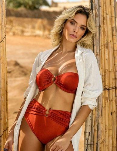 Bikini rojo rubí con cierre de Oro + Braguita Bikini rojo rubí hot pants con hebilla dorada de Oro   Sahara D