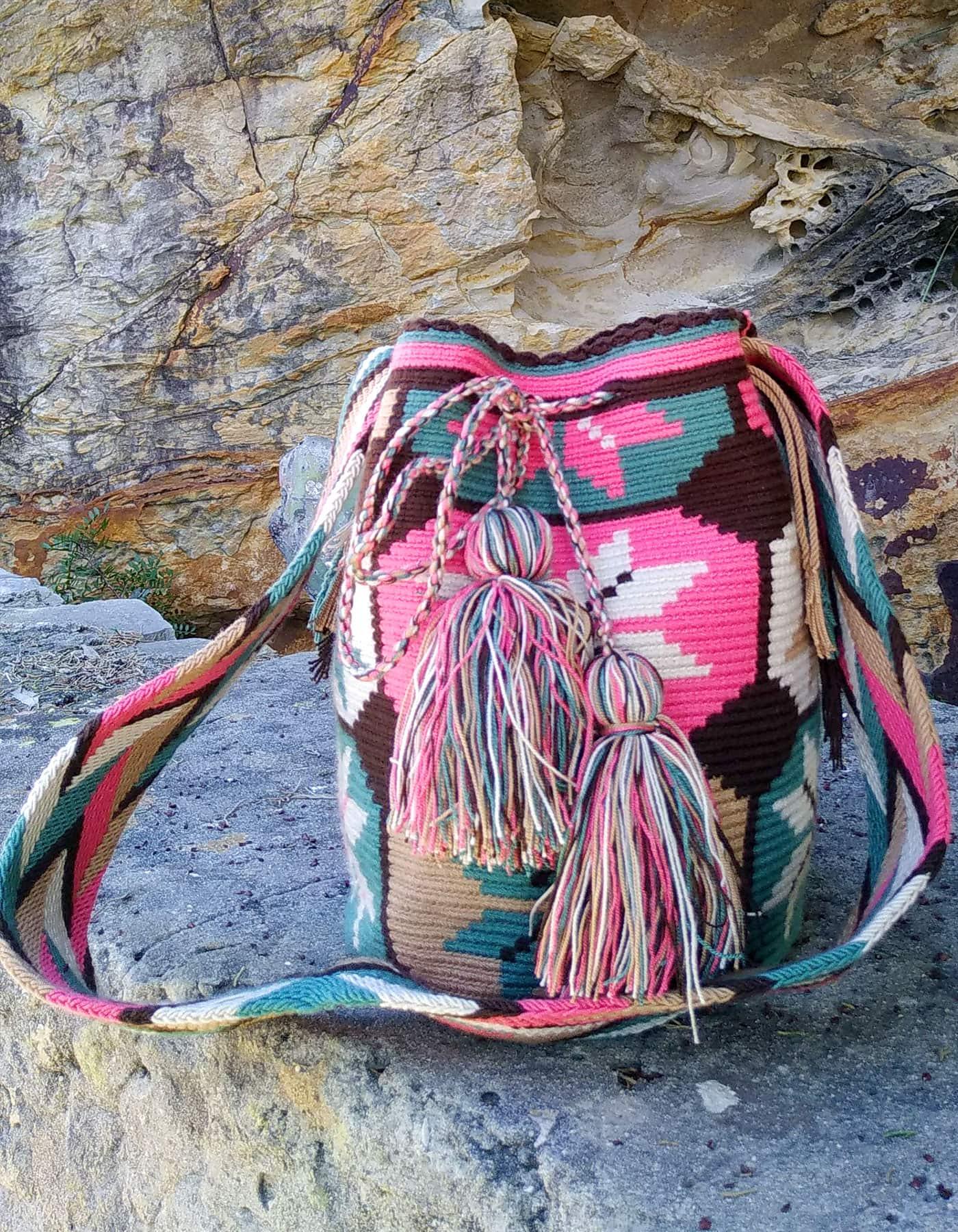 Bolso Wayuu Artesanal, Auténtico y Original (sólo 1 igual) con motivos tribales, azul, azul verdoso, rosa, beige o beis, marrón oscuro y blanco B