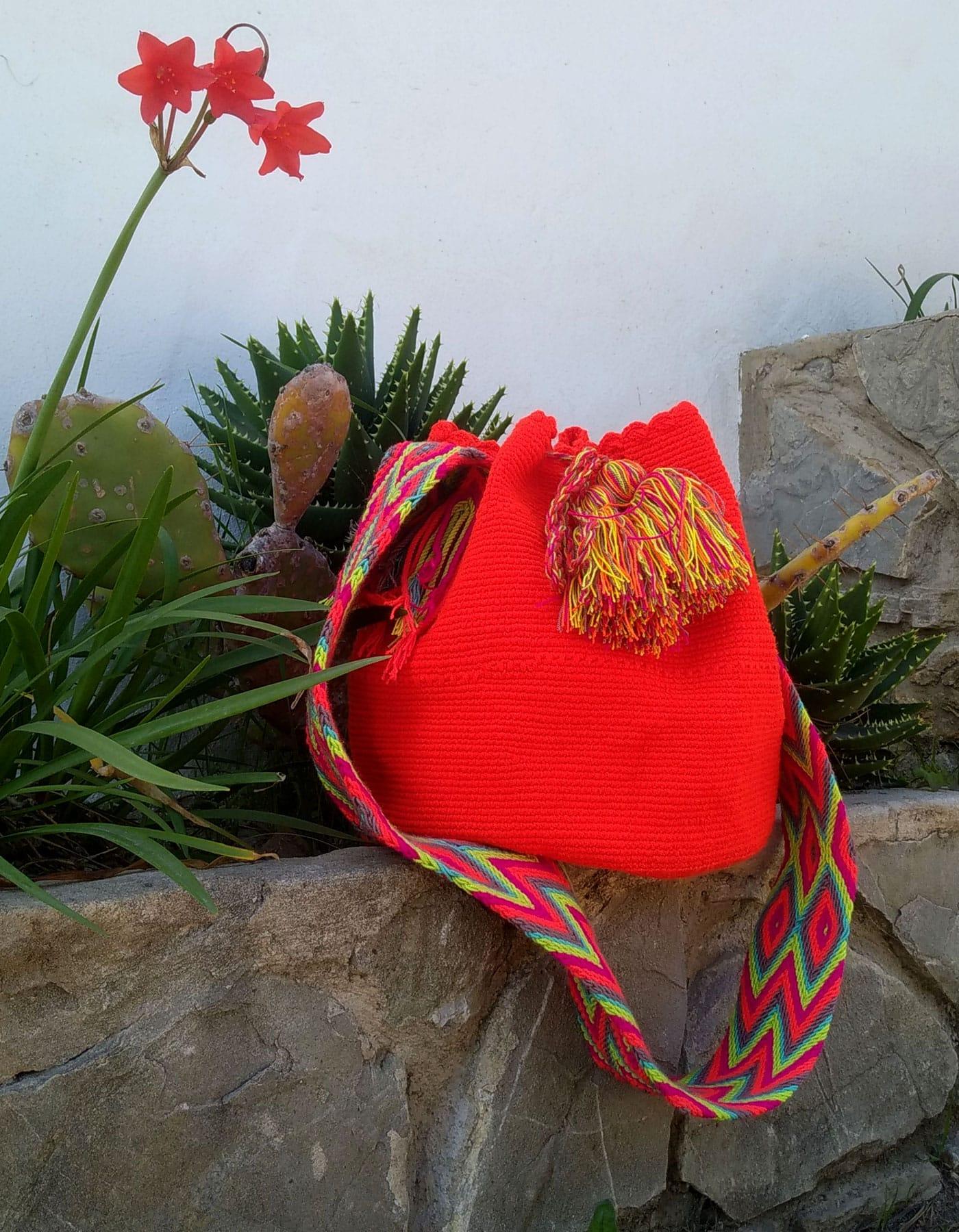Bolso Wayuu Artesanal, Auténtico y Original (sólo 1 igual) liso en naranja, amarillo, granate, morado, verde y cian B