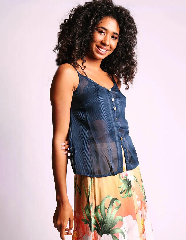 Blusa transparente plisada de verano azul o rosa sin mangas y con botones Malagueta-72377MAL-D