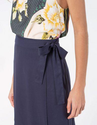 Falda midi blanca o azul oscuro tipo wrap con cordón en cintura ajustable Malagueta-72712MAL-A