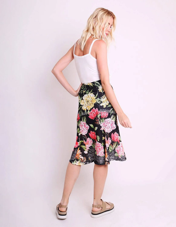 Falda midi blanca o negra tipo laise con estampa floral y forro interior Malagueta-72444MAL-B