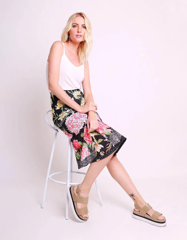 Falda midi blanca o negra tipo laise con estampa floral y forro interior Malagueta-72444MAL-C