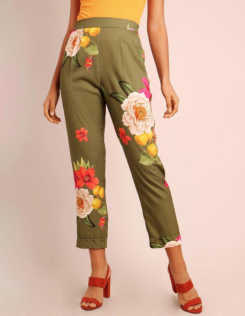 Pantalón Capri verano verde o marrón tierra estampa floral con goma en cintura y bolsillos Malagueta-72131MAL-A