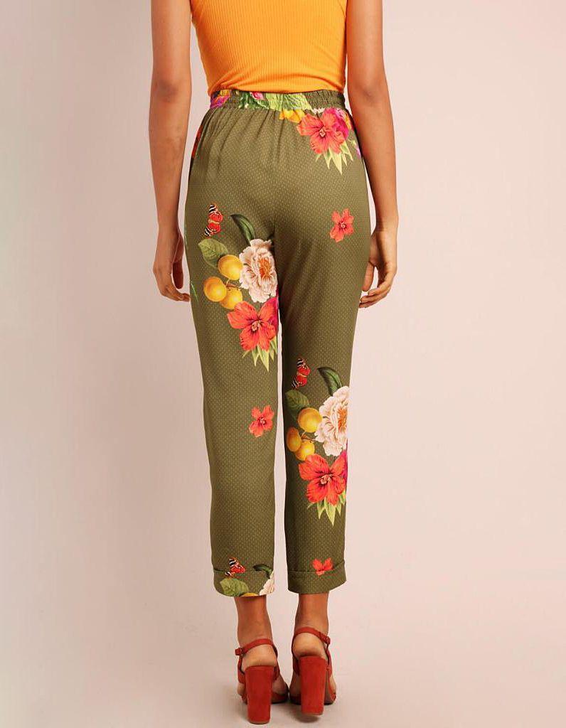 Pantalón Capri verano verde o marrón tierra estampa floral con goma en cintura y bolsillos Malagueta-72131MAL-B