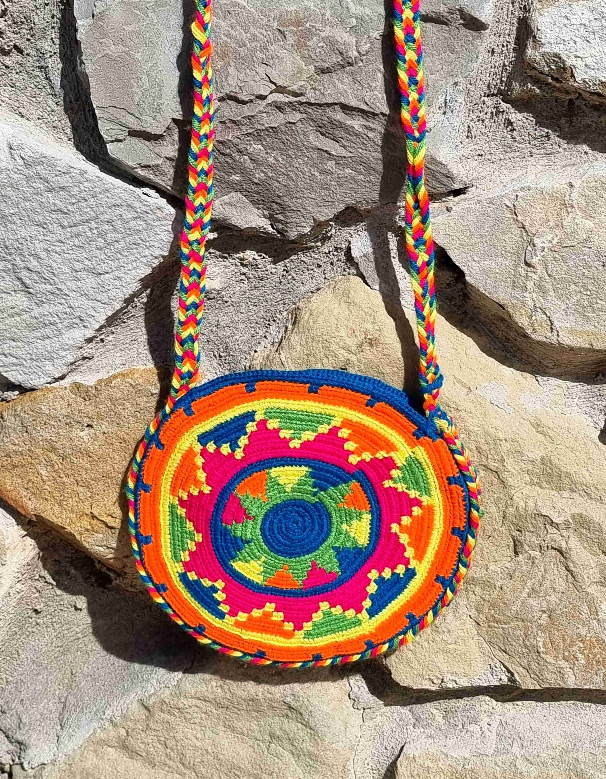 Bolso Pequeño Wayuu Original Auténtico (sólo 1 igual), con motivos tribales color azul, naranja, rosa, verde y amarillo