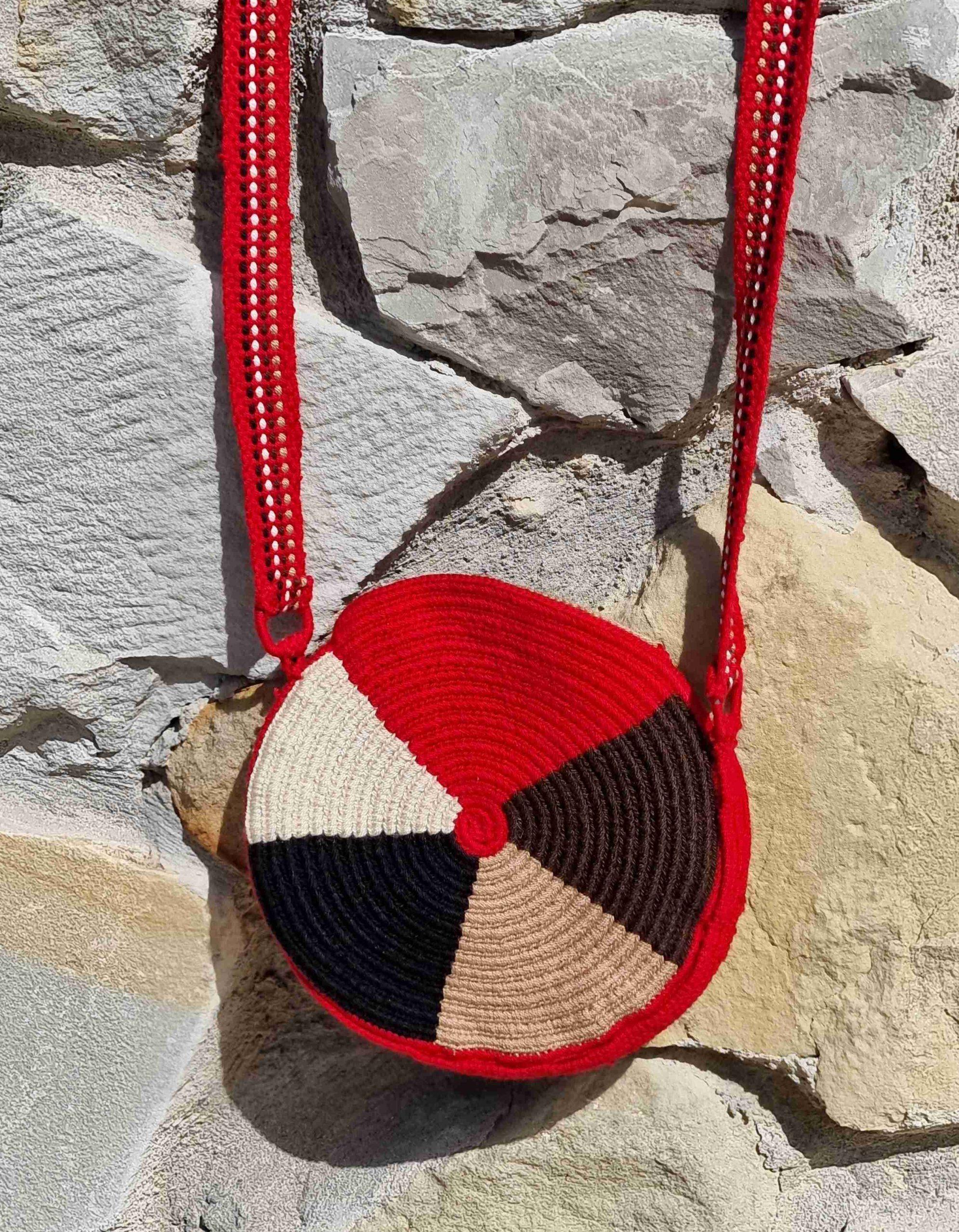 Bolso Pequeño Wayuu Original Auténtico (sólo 1 igual), con motivos tribales color rojo, beige y marrones varios