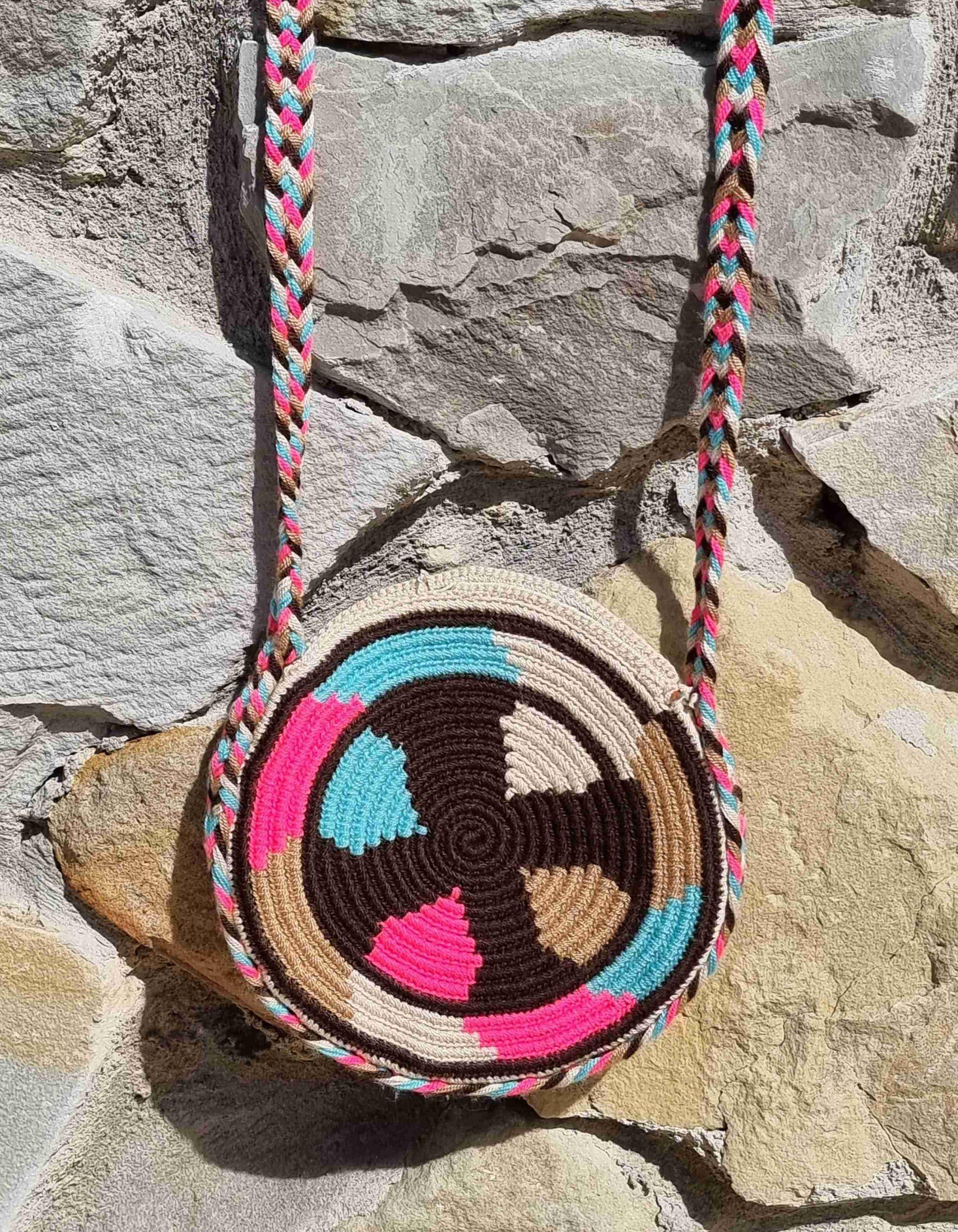 Bolso Pequeño Wayuu Original Auténtico (sólo 1 igual), con motivos tribales color azul, blanco, rosa y marrones varios