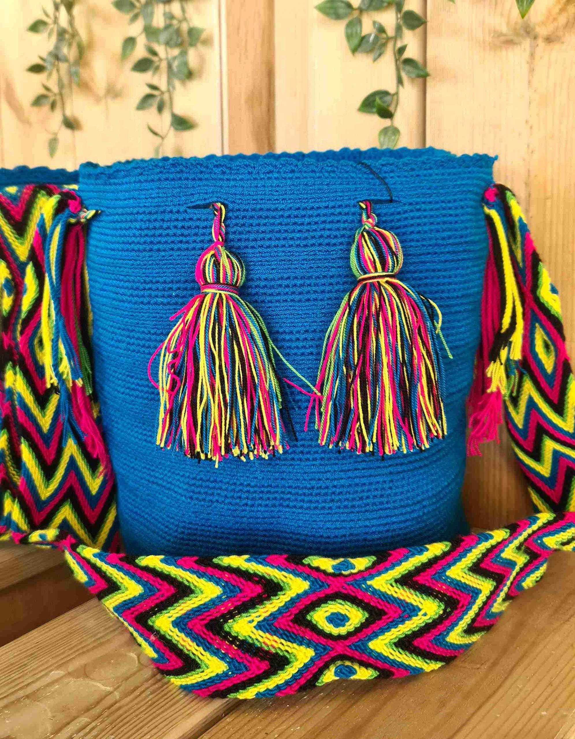 Bolso Wayuu Original Auténtico (sólo 1 igual), color azul con correa amarillo, azul y rosa.