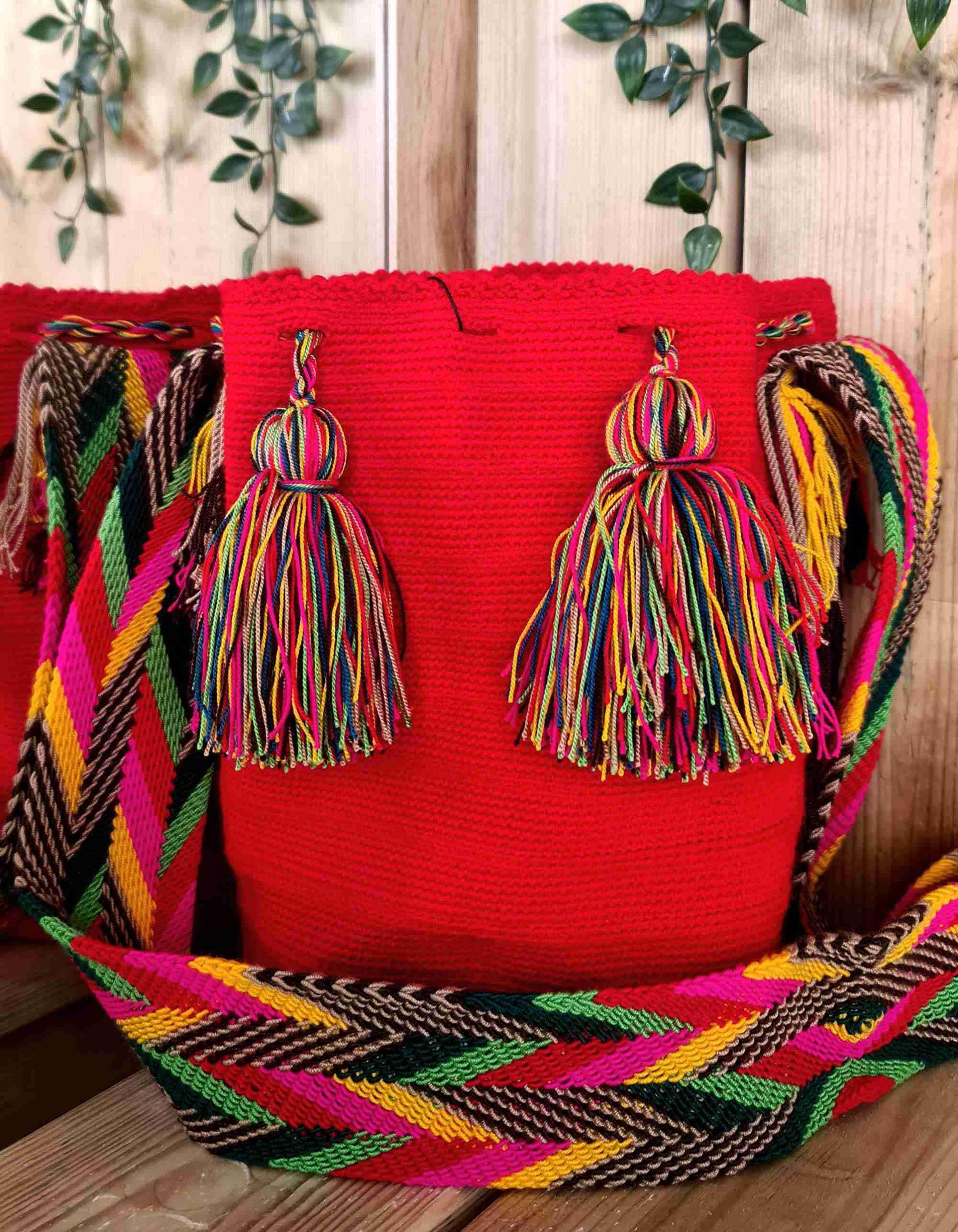 Bolso Wayuu Original Auténtico (sólo 1 igual), color rojo con correa amarillo, rosa y verde.