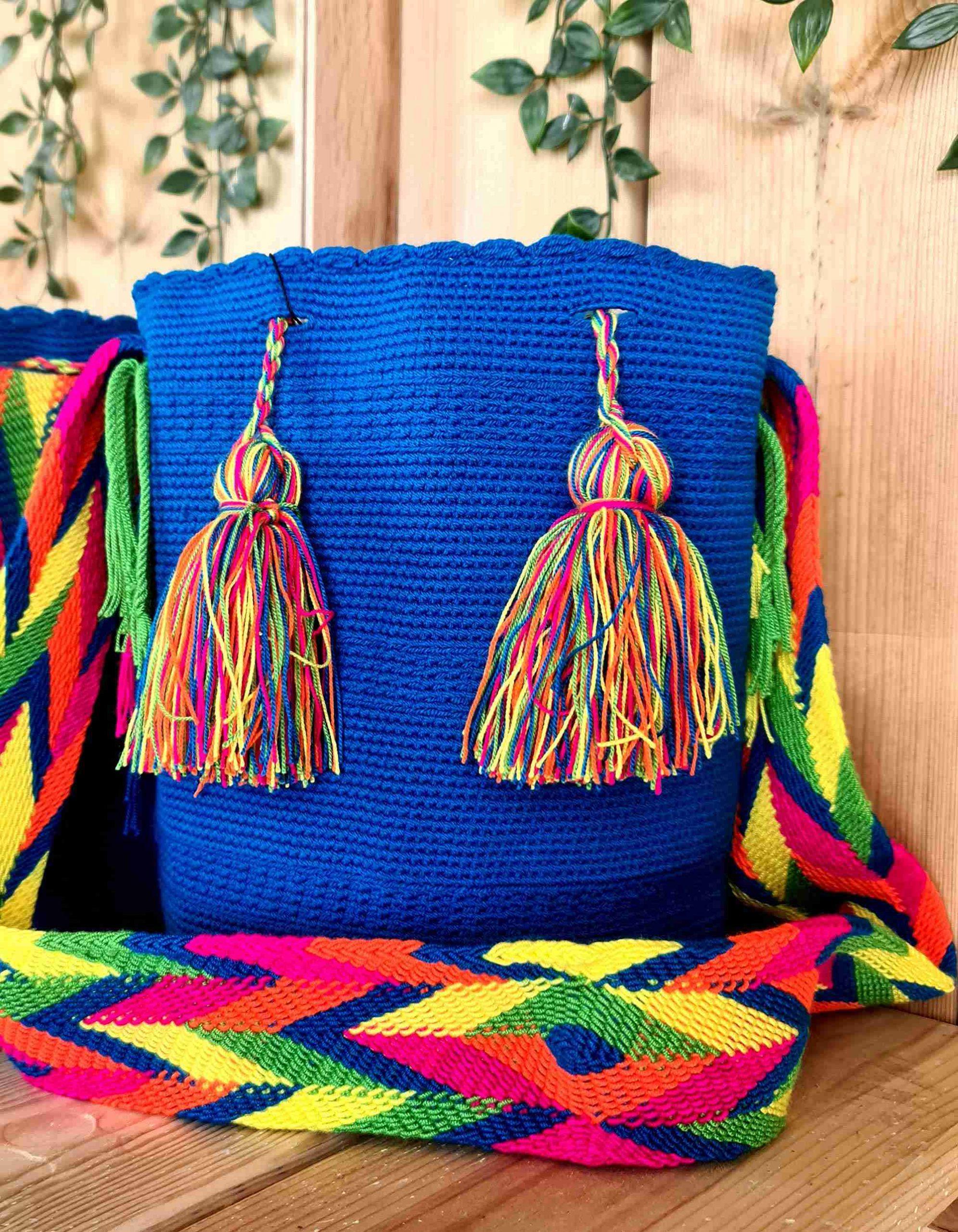 Bolso Wayuu Original Auténtico (sólo 1 igual), color azul con correa naranja, verde y amarillo.