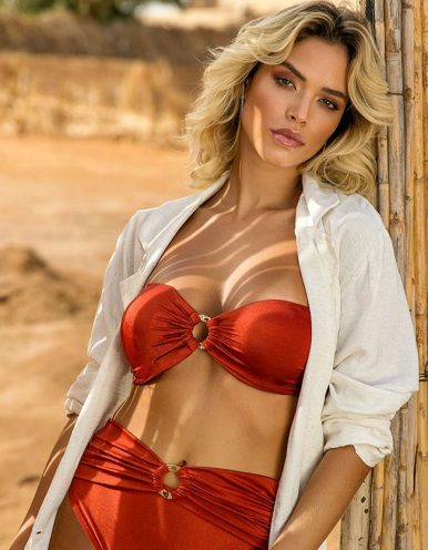 Top Bikini rojo rubí con aro decorativo de oro en escote Larissa Minnato-A
