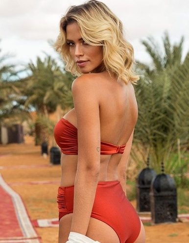 Top Bikini rojo rubí con aro decorativo de oro en escote Larissa Minnato-B